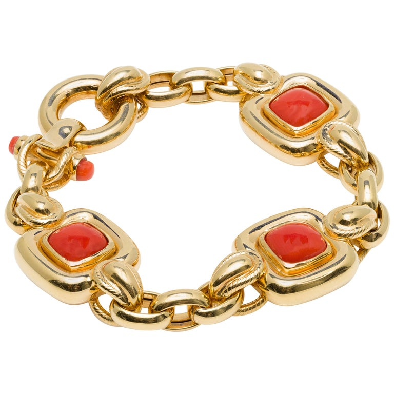 Italian 1970s Natural Mediterranean Cabochon Coral Bracelet in 18 Karat Gold For Sale
