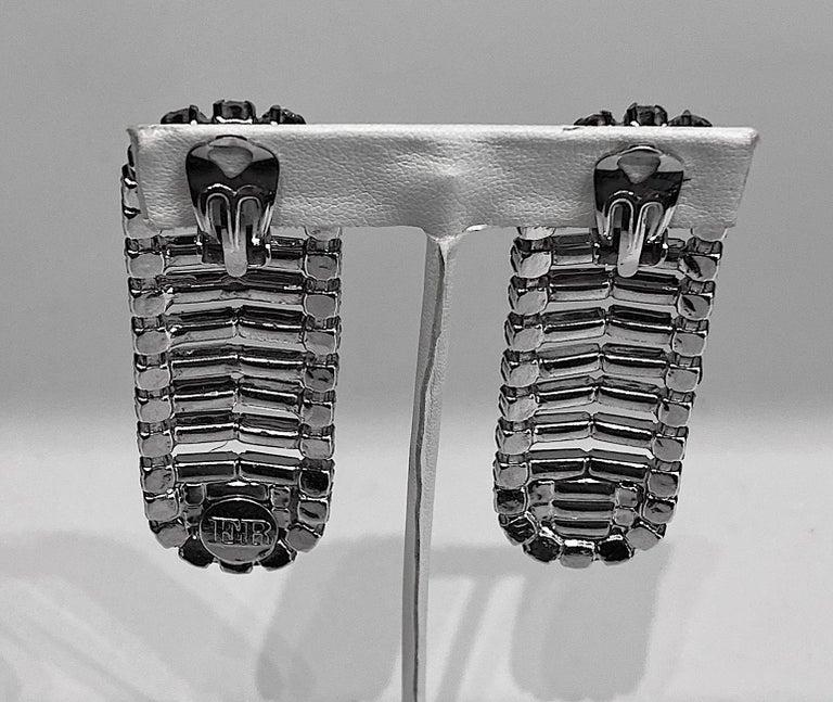 Italian 1980s Rhodium and Rhinestone Oblong Earrings For Sale 1