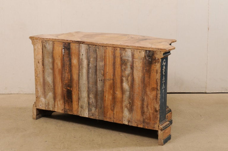 Italian Buffet Console with Curvy Shape and Ornate Rococo Painted Finish For Sale 2
