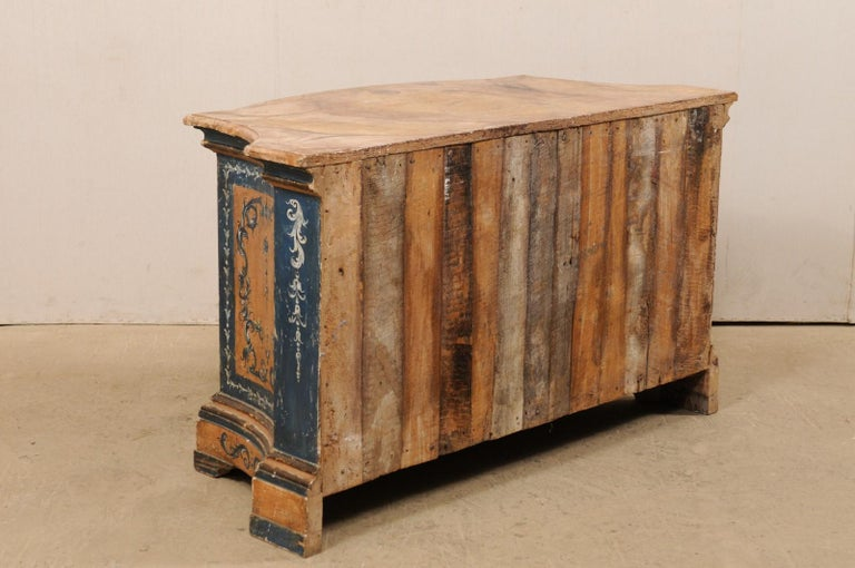 Italian Buffet Console with Curvy Shape and Ornate Rococo Painted Finish For Sale 3