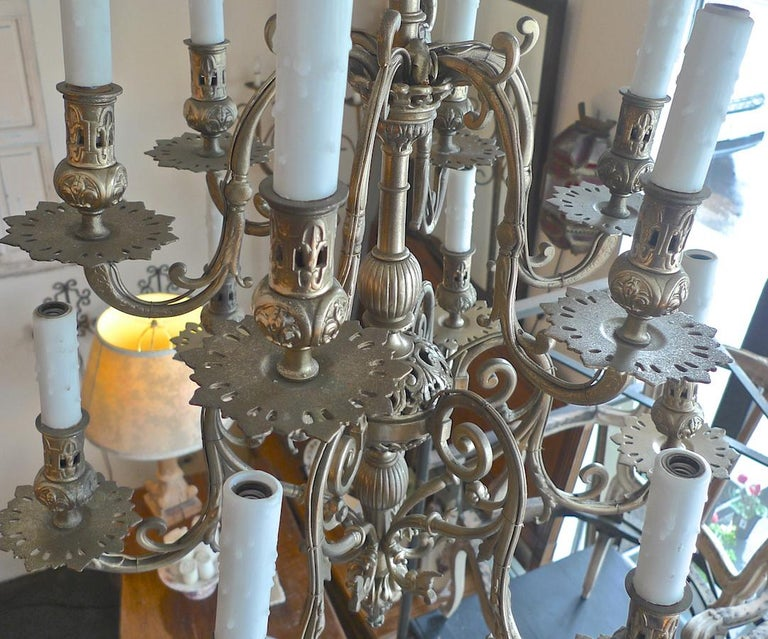 Italian 19th Century Bronze Chandelier with Twelve Lights In Distressed Condition For Sale In Santa Monica, CA