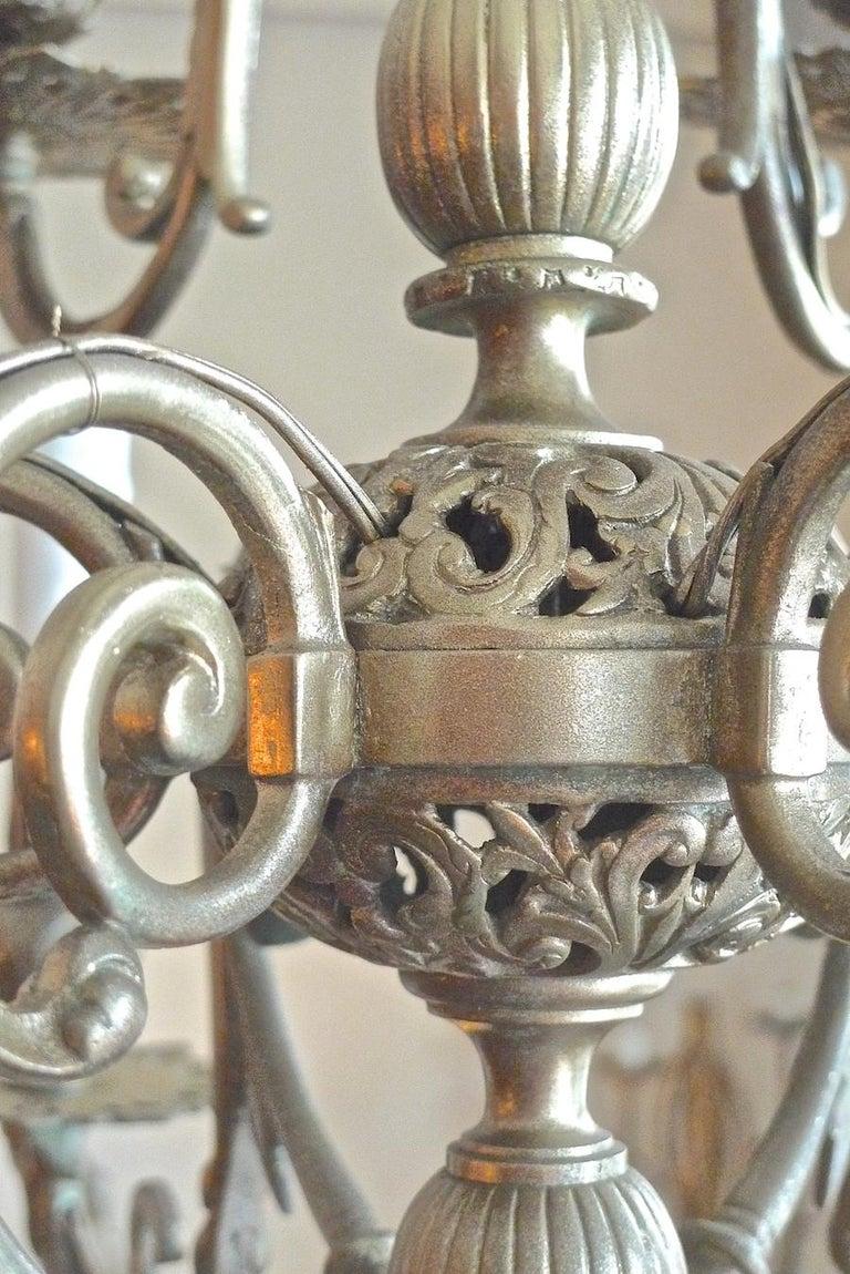 Italian 19th Century Bronze Chandelier with Twelve Lights For Sale 1