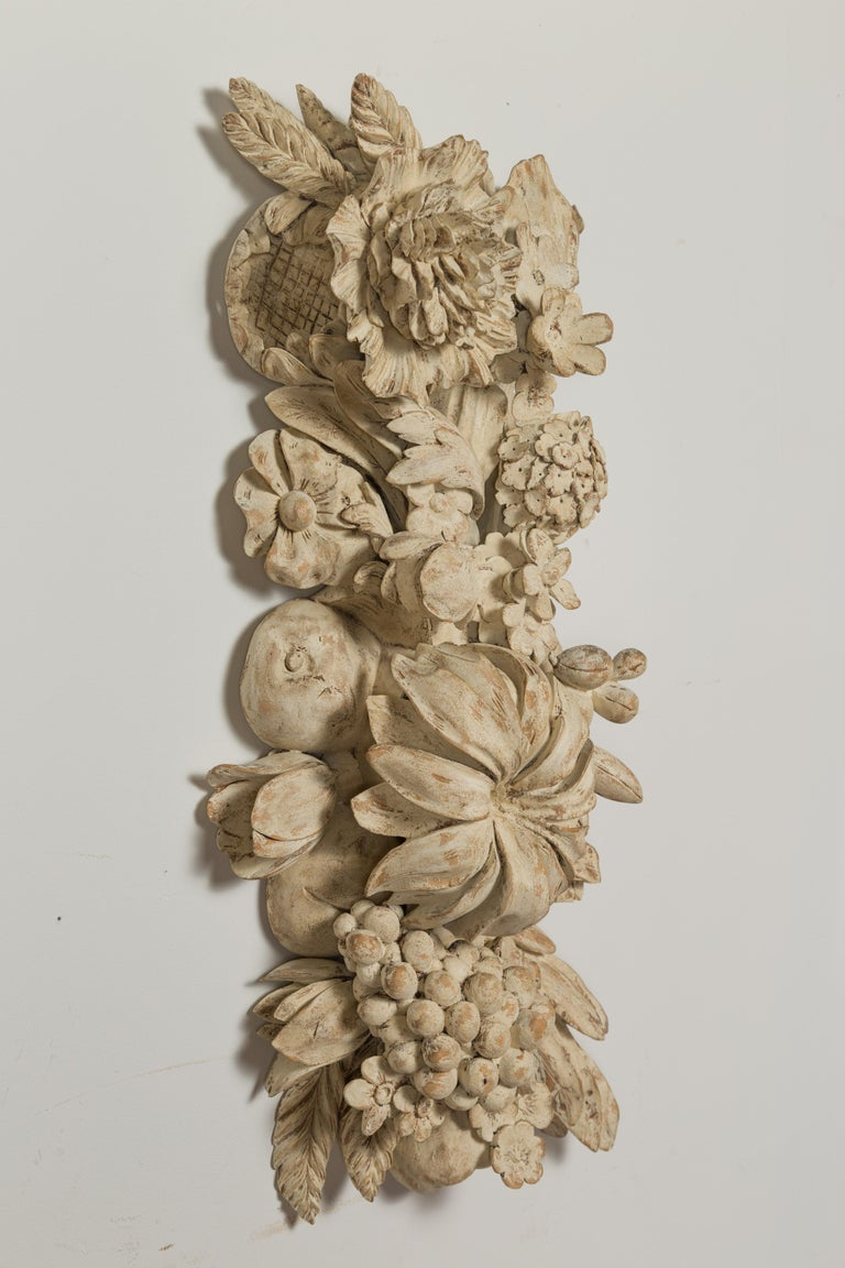 Italian 19th Century Carved and Painted Wooden Fragment with Fruits and Flowers For Sale 9