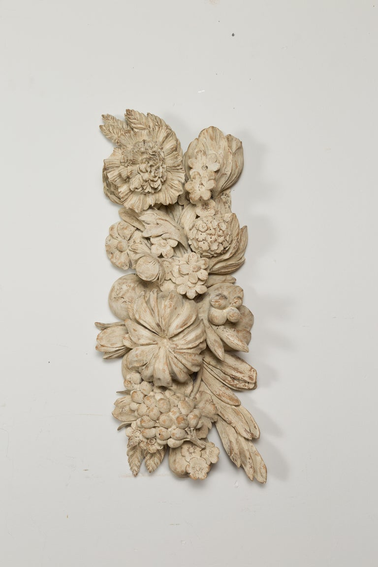 Italian 19th Century Carved and Painted Wooden Fragment with Fruits and Flowers In Good Condition For Sale In Atlanta, GA