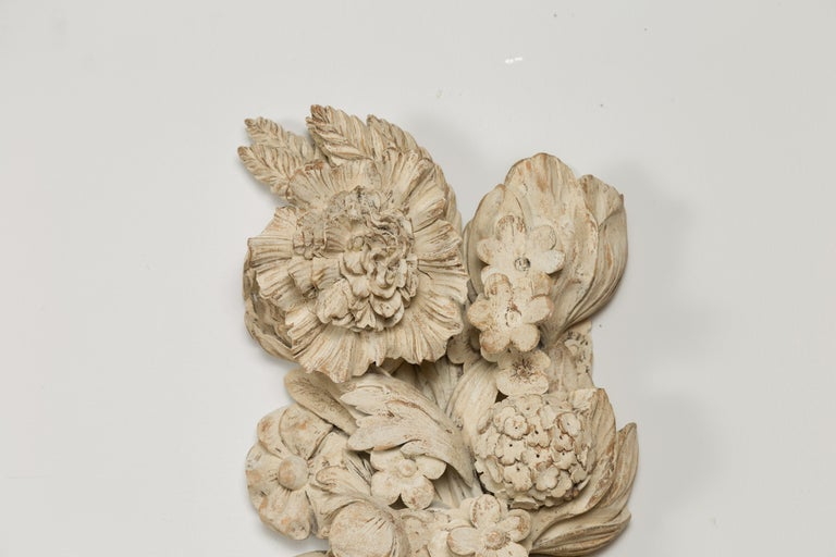 Italian 19th Century Carved and Painted Wooden Fragment with Fruits and Flowers For Sale 1