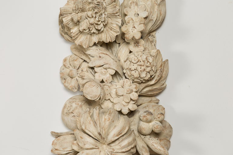 Italian 19th Century Carved and Painted Wooden Fragment with Fruits and Flowers For Sale 2