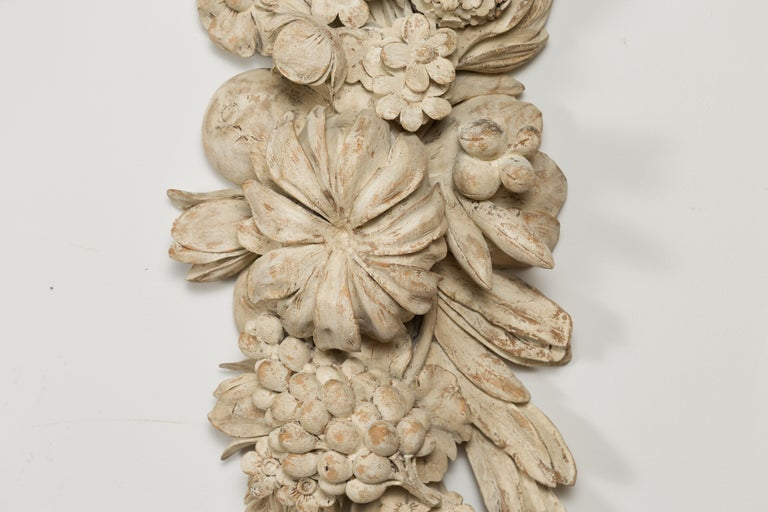 Italian 19th Century Carved and Painted Wooden Fragment with Fruits and Flowers For Sale 3