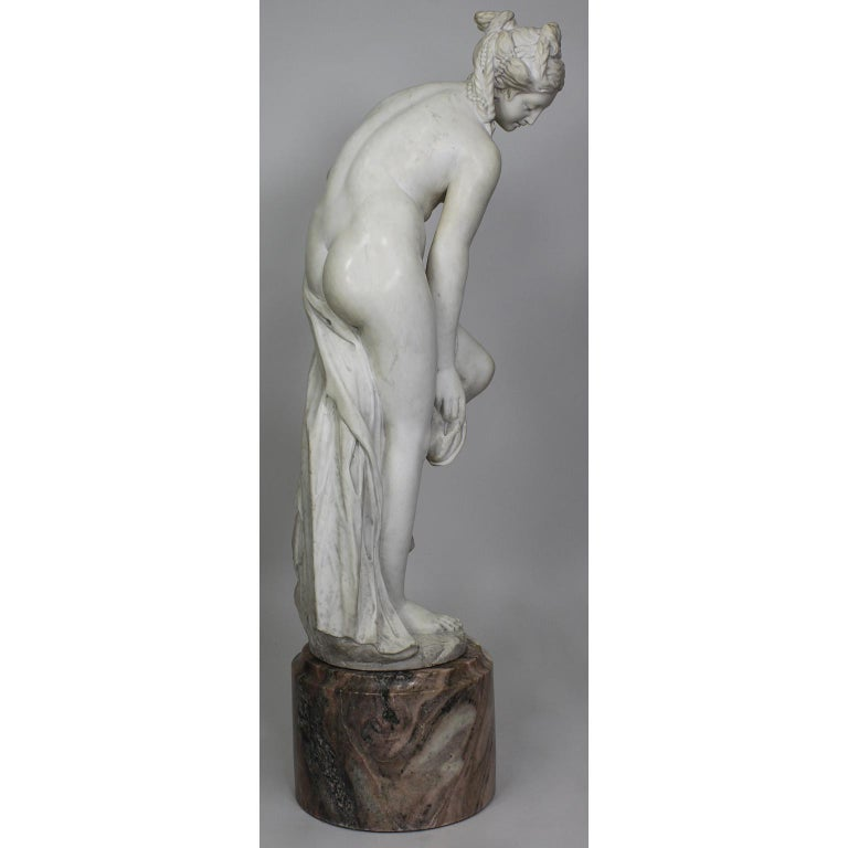 Italian 19th Century Carved White Marble Figure of the Bather or Bathing Venus In Good Condition For Sale In Los Angeles, CA