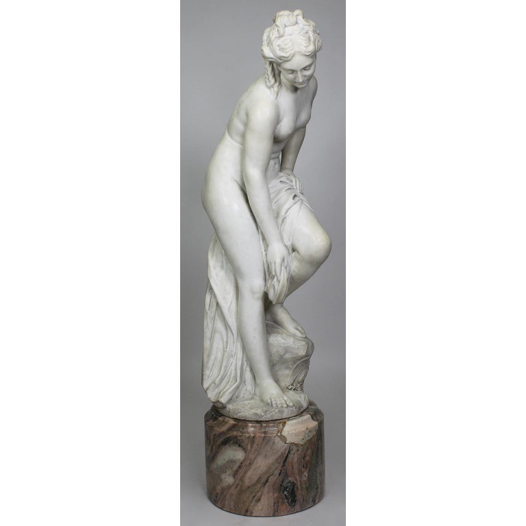 Italian 19th Century Carved White Marble Figure of the Bather or Bathing Venus For Sale 1