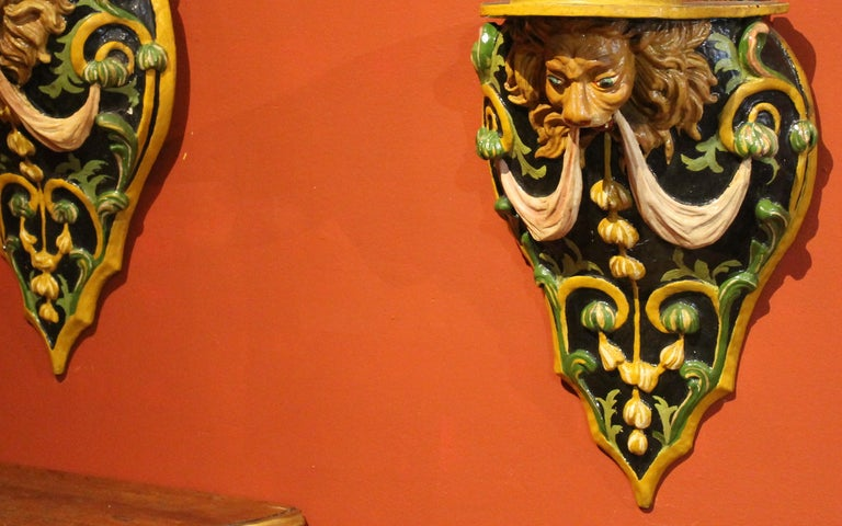 Renaissance Italian 19th Century Hand Carved and Lacquer Wood Wall Brackets with Lion Heads For Sale