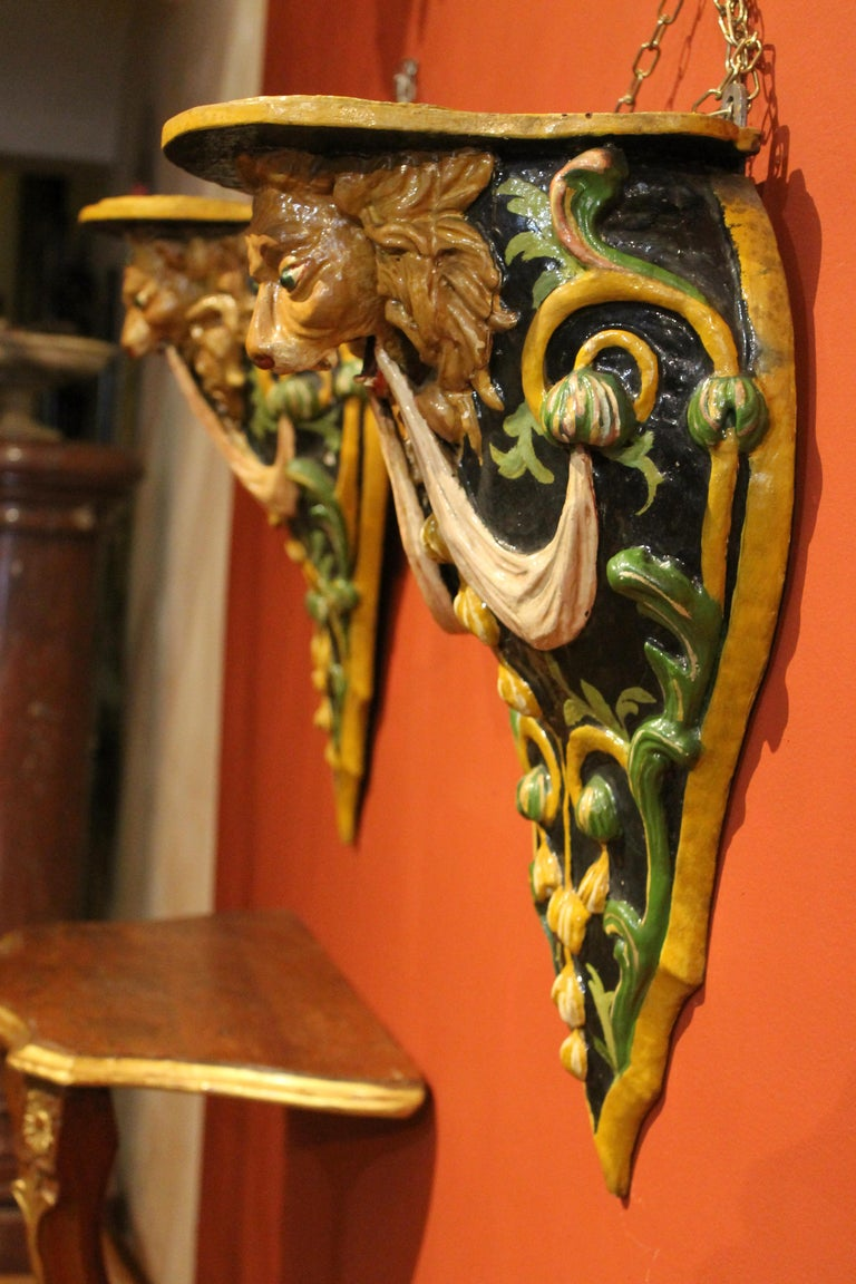 Italian 19th Century Hand Carved and Lacquer Wood Wall Brackets with Lion Heads For Sale 1