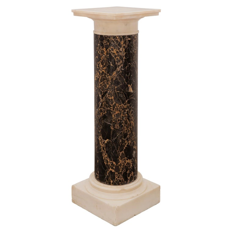 Italian 19th Century Neoclassical Style Carrara and Portoro Marble Pedestal In Excellent Condition For Sale In West Palm Beach, FL