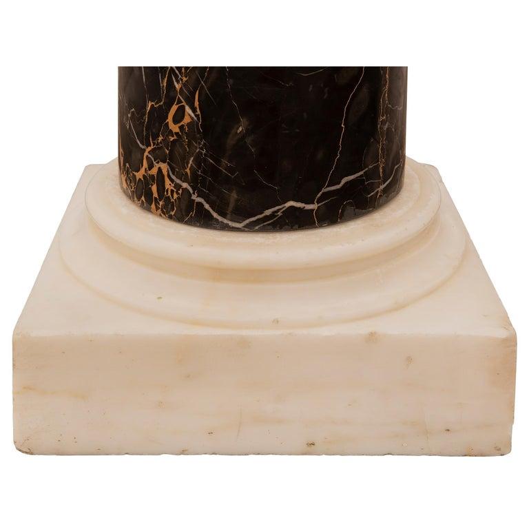 Italian 19th Century Neoclassical Style Carrara and Portoro Marble Pedestal For Sale 4