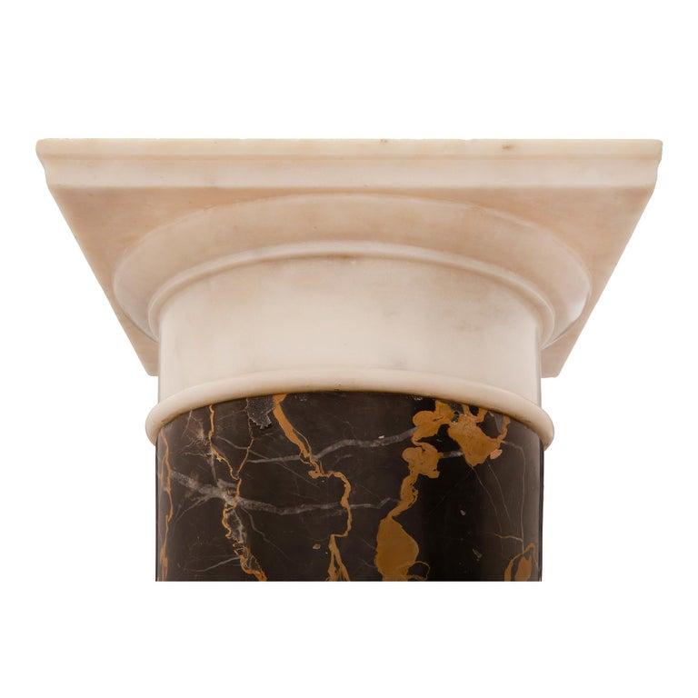 Italian 19th Century Neoclassical Style Carrara and Portoro Marble Pedestal For Sale 2