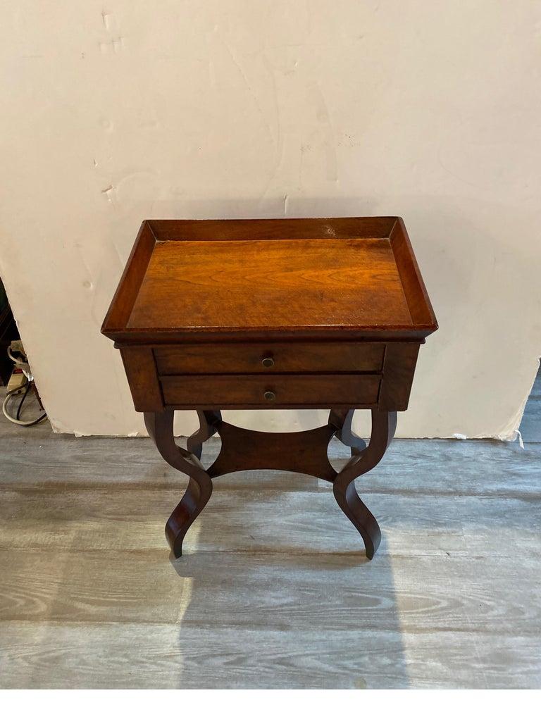 Italian 19th Century Walnut Side Table In Good Condition For Sale In Lambertville, NJ