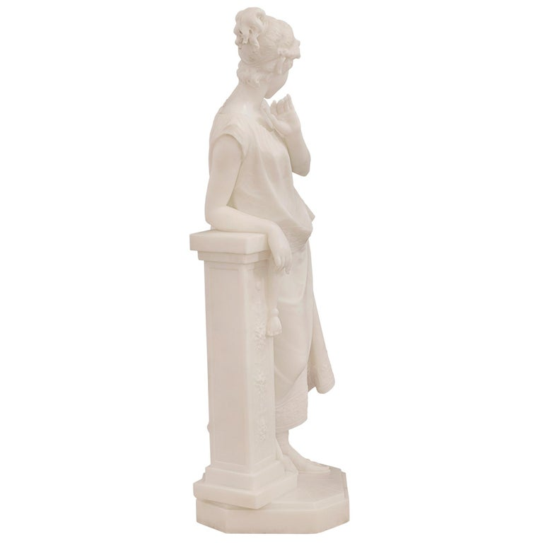 Italian 19th Century White Carrara Marble Statue of a Beautiful Maiden In Good Condition For Sale In West Palm Beach, FL