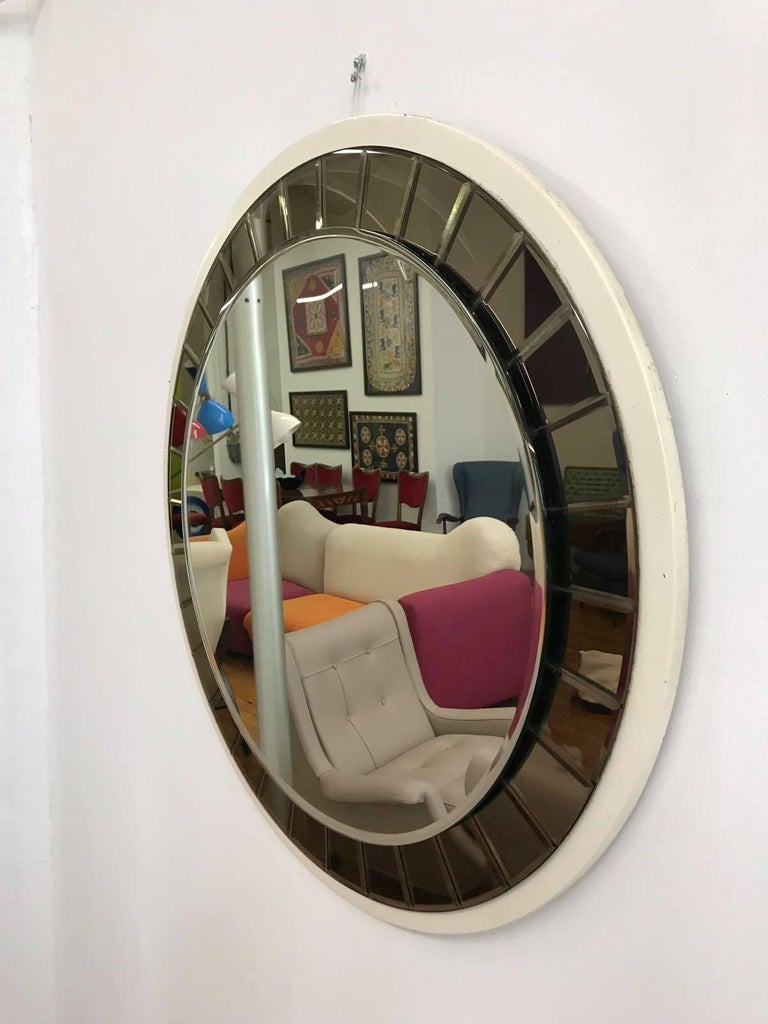 Italian 20th Century round Mirror by Cristal Art, circa 1960s For Sale 3