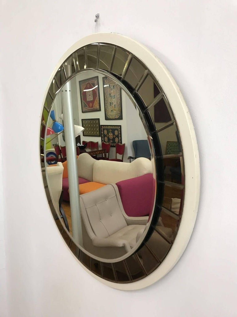 Italian 20th Century round Mirror by Cristal Art, circa 1960s For Sale 4