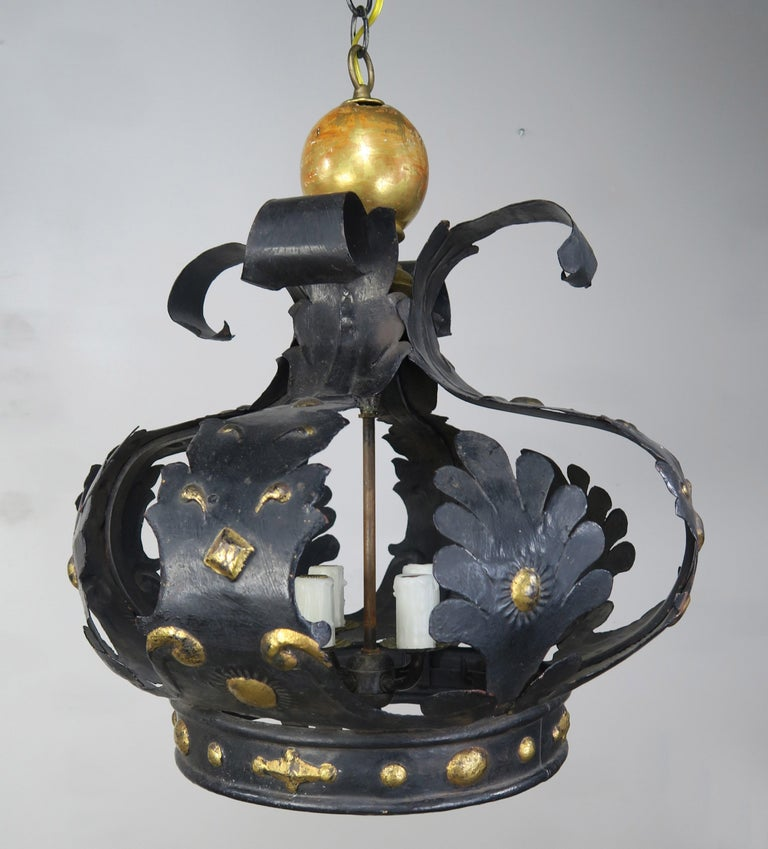 Baroque Italian 4-Light Tole and Wood Crown Chandelier For Sale