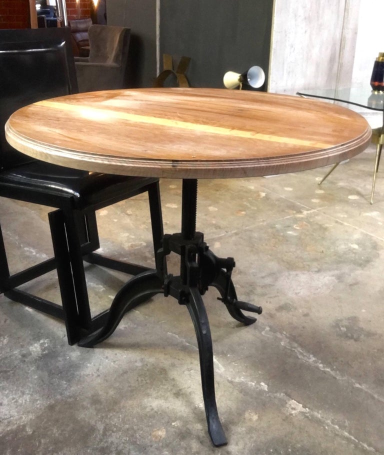 Industrial vintage design Adjustable table : Just crank it up or down; easy as 1-2-3!!!