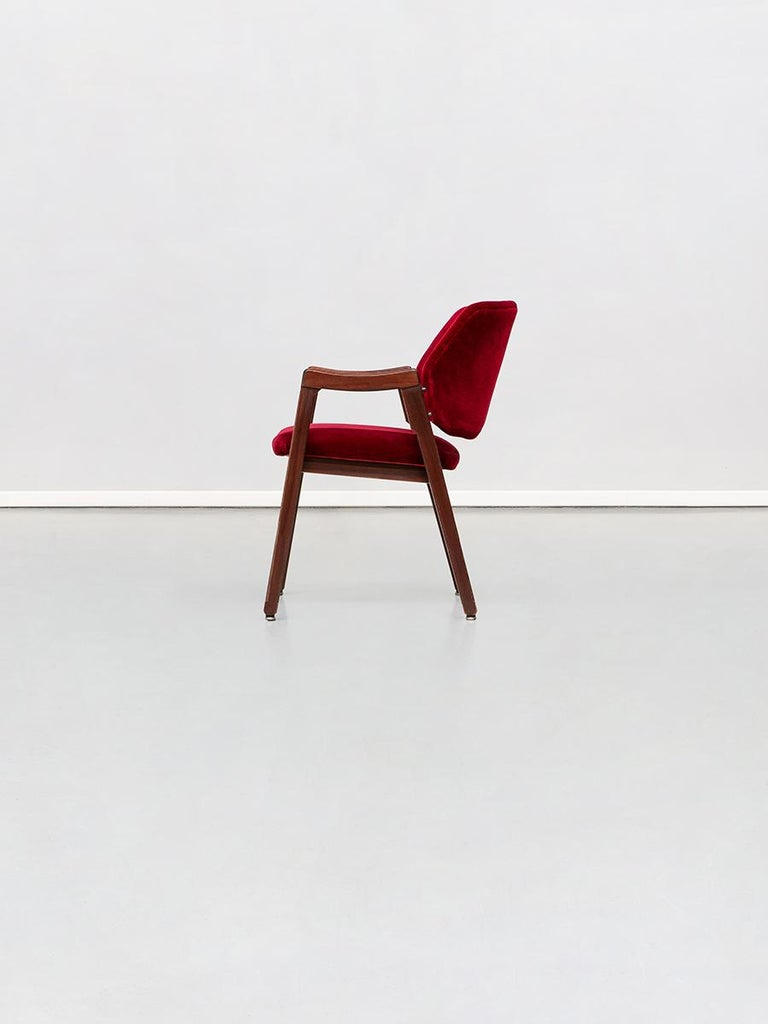 Mid-Century Modern Italian 814 Beech and Velvet Armchair by Ico and Luisa Pairisi for Cassina, 1961 For Sale