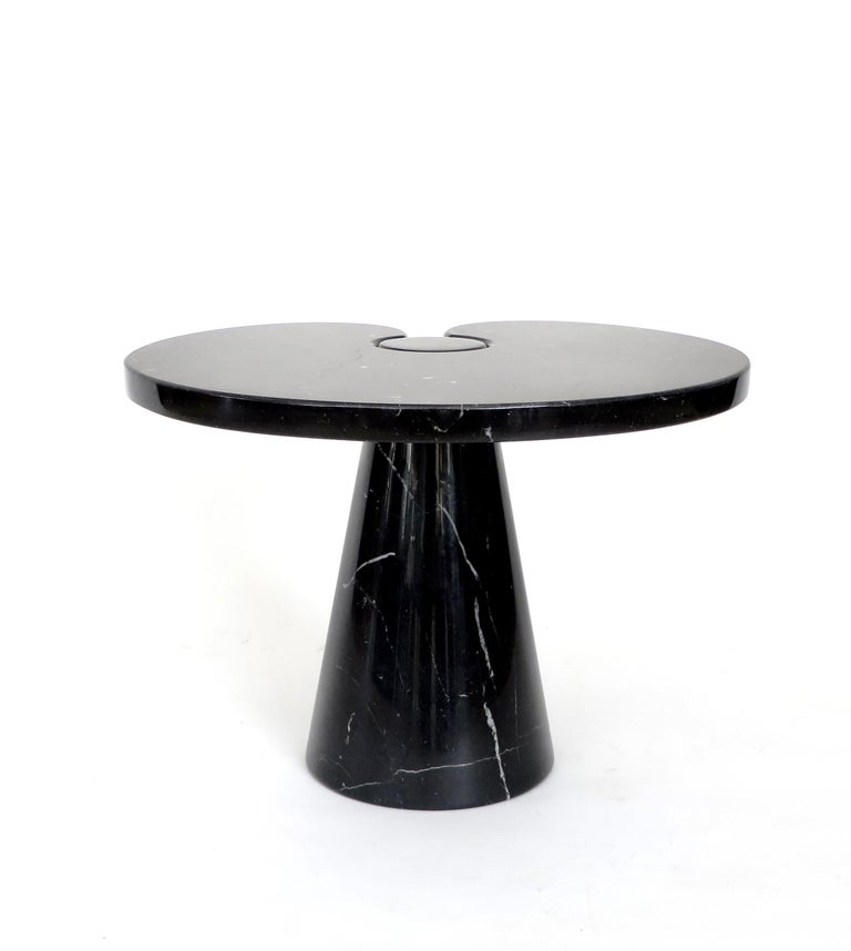 Italian Angelo Mangiarotti vintage low Eros side table in Marquina Nero marble. Skipper series, 1971. Beautiful black Mangiarotti table with nice veining, no chips or restorations.