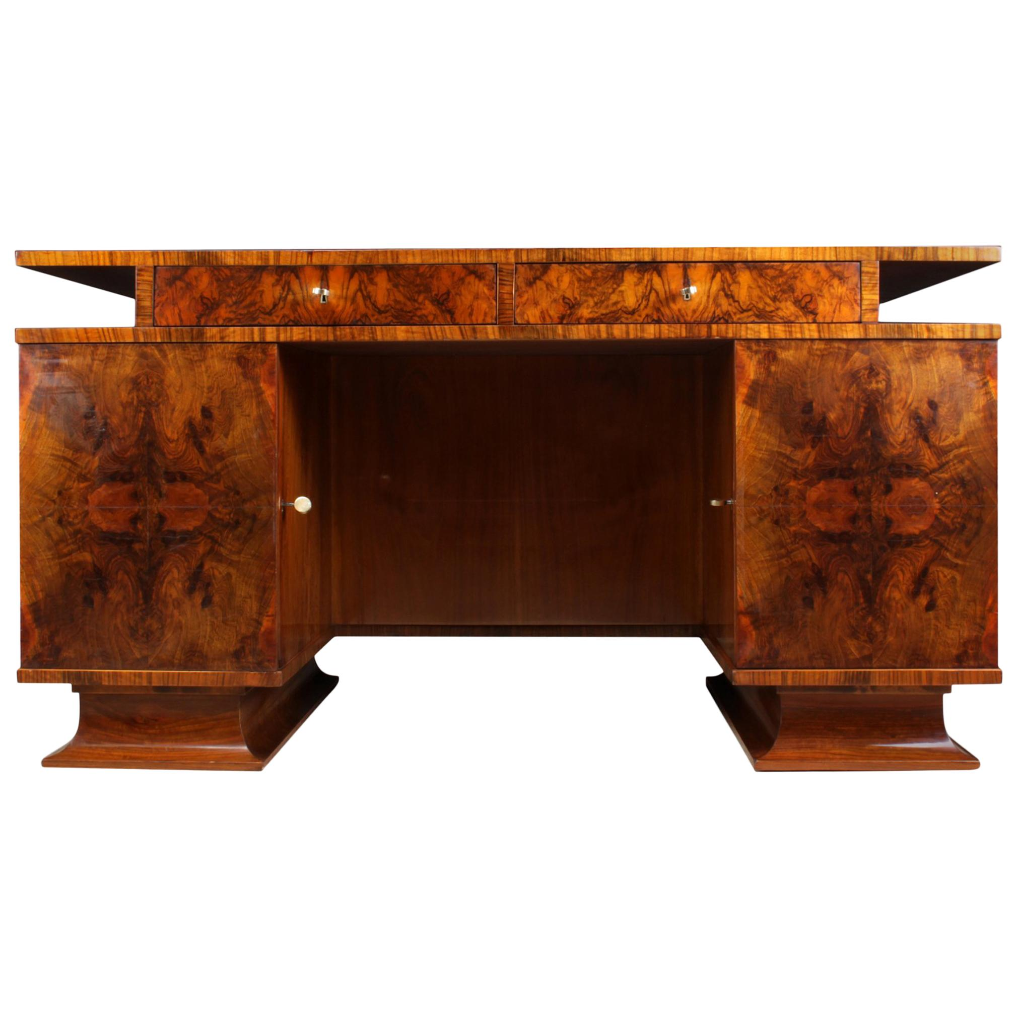 italian art deco desk in walnut for sale at 1stdibs rh 1stdibs com art deco design-windlicht sparkle art deco desk