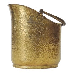 Italian Art Deco Firewood Bucket in Hammered Brass, Attributed to Gio Ponti