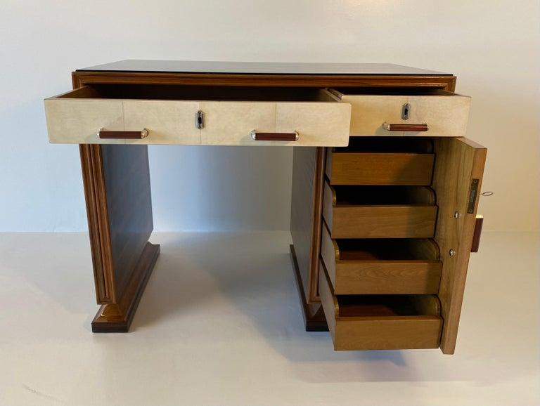 Italian Art Deco Macassar, Parchment and Black Opaline Desk, 1940s For Sale 7