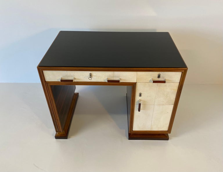 Italian Art Deco Macassar, Parchment and Black Opaline Desk, 1940s In Good Condition For Sale In Meda, MB