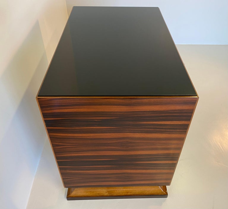 Italian Art Deco Macassar, Parchment and Black Opaline Desk, 1940s For Sale 1