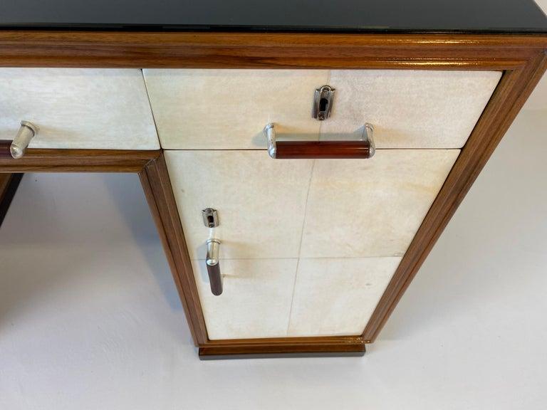 Italian Art Deco Macassar, Parchment and Black Opaline Desk, 1940s For Sale 3