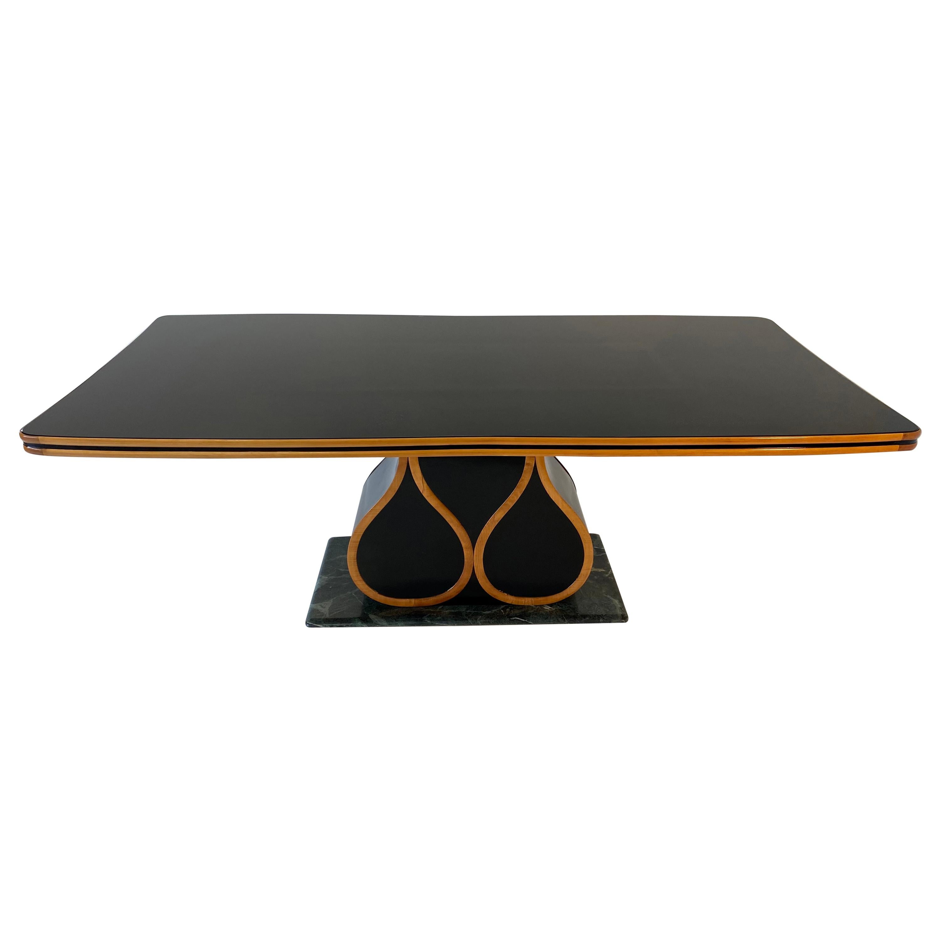 Italian Art Deco Maple and Black Lacquered Dining Table by Vittorio Dassi, 1940s