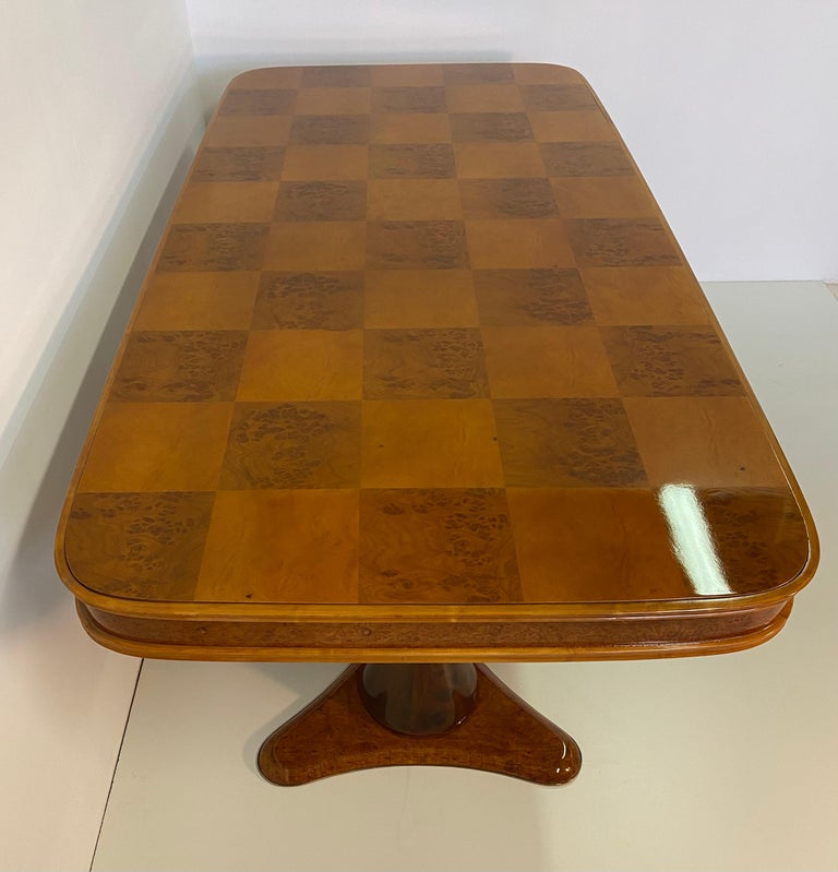 Italian Art Deco Maple Briar and Walnut Dining Table, 1940s For Sale 1