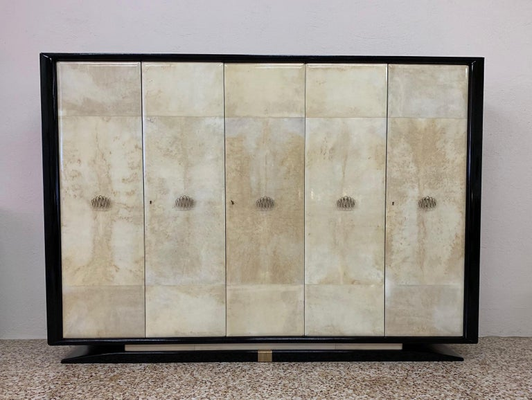 Italian Art Deco Parchment, Black Lacquer and Brass Wardrobe, 1940s In Good Condition For Sale In Meda, MB