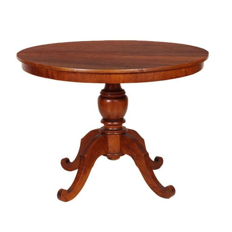Italian Art Deco Period Round Table Turned Central Leg and Carved Feet in Walnut For Sale