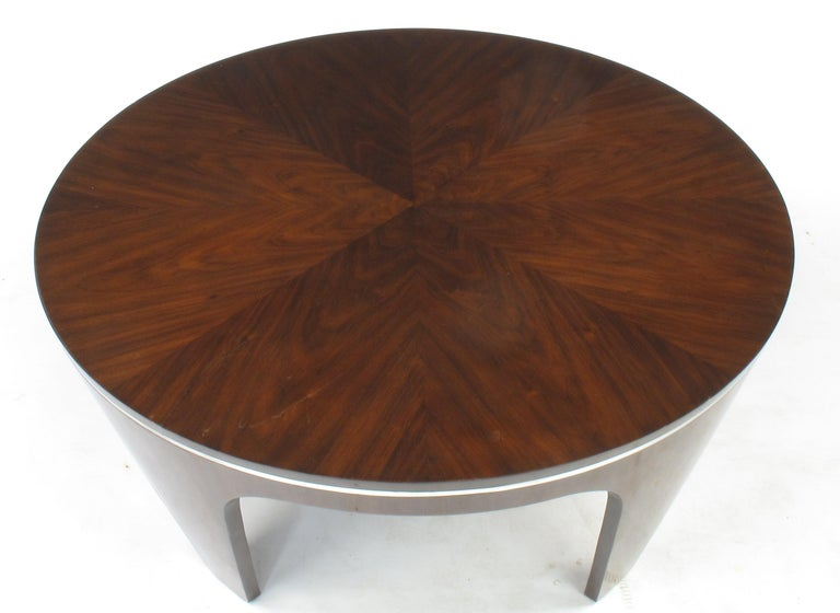 Italian Art Deco Revival Round Mahogany Coffee Table with Parquetry Top For Sale 3
