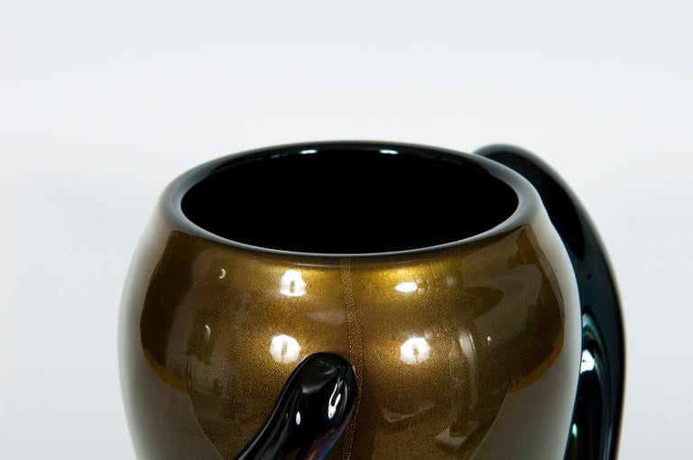 Hand-Crafted Italian Art Deco Vase Black and Gold 24 Karat in Blown Murano Glass, 1980s For Sale