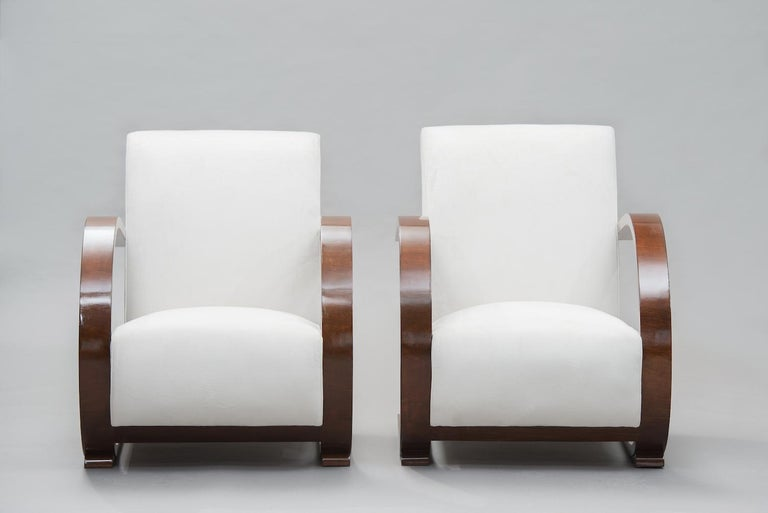 Italian Art Deco Walnut Armchairs One Pair In Excellent Condition For Sale In Porto, PT