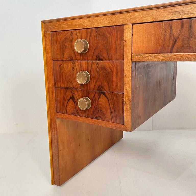 Italian Art Deco Writing Desk in Brown Walnut, Linoleum and Brass, circa 1930 7
