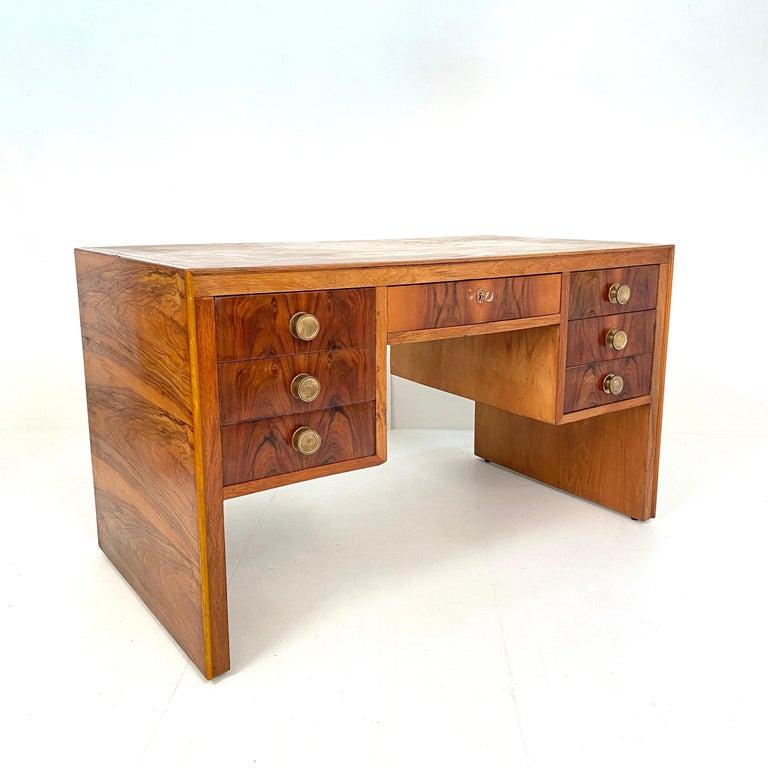 Italian Art Deco Writing Desk in Brown Walnut, Linoleum and Brass, circa 1930 13
