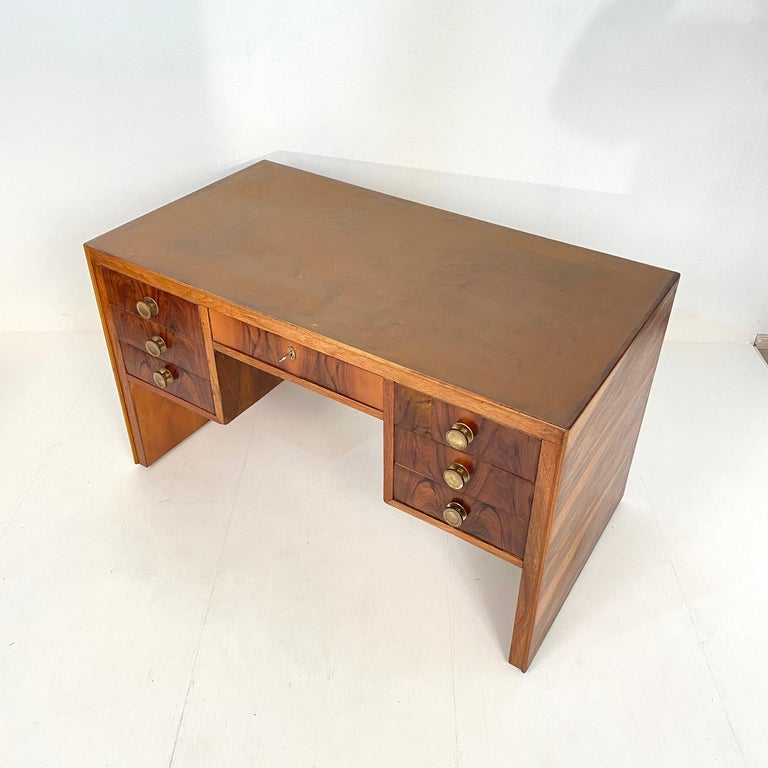 Veneer Italian Art Deco Writing Desk in Brown Walnut, Linoleum and Brass, circa 1930