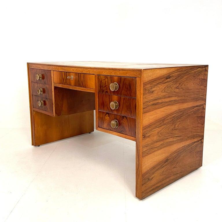 Italian Art Deco Writing Desk in Brown Walnut, Linoleum and Brass, circa 1930 2