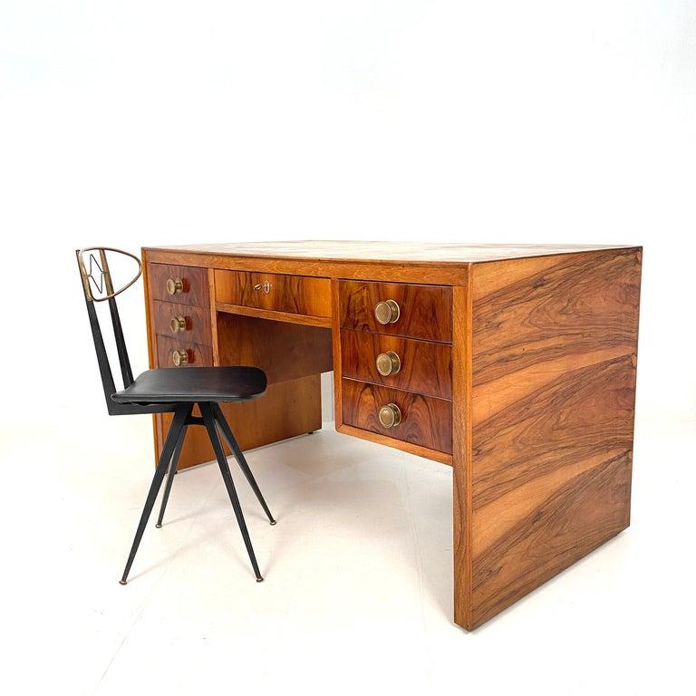 Italian Art Deco Writing Desk in Brown Walnut, Linoleum and Brass, circa 1930 4