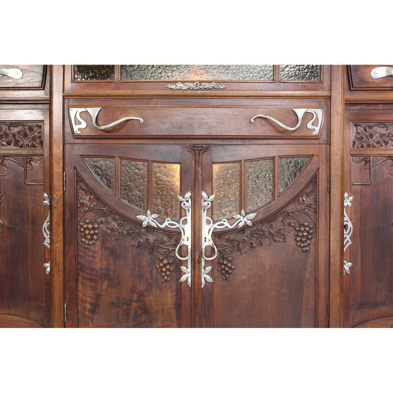 Italian Art Nouveau Carved Walnut Credenza Buffet, Vittorio Valabrega For Sale 5