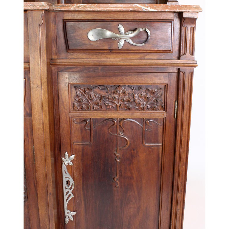 Italian Art Nouveau Carved Walnut Credenza Buffet, Vittorio Valabrega For Sale 8