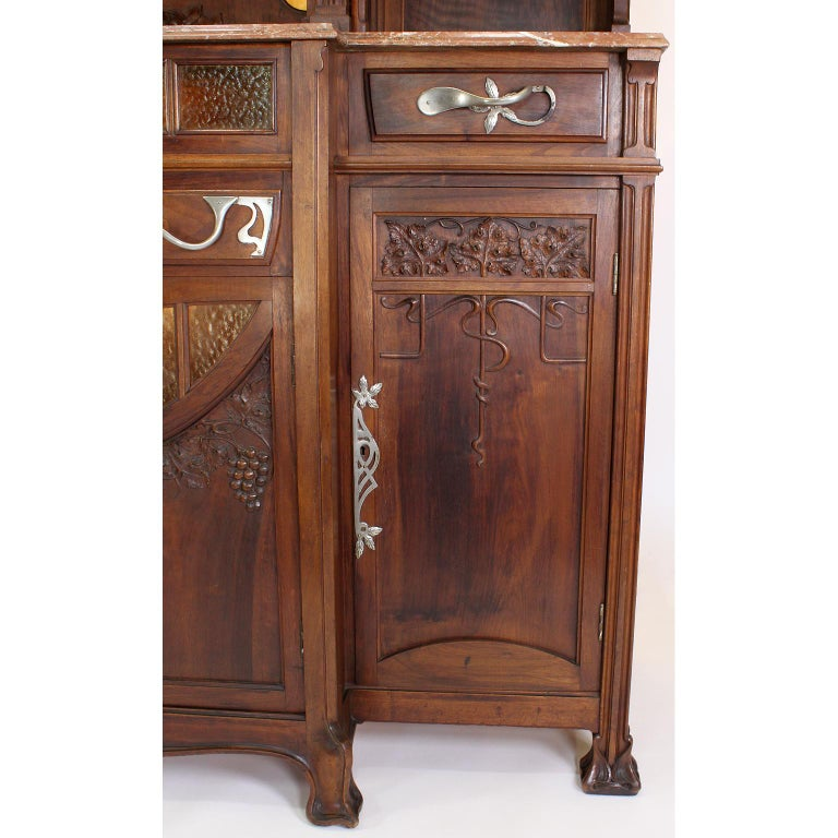 Italian Art Nouveau Carved Walnut Credenza Buffet, Vittorio Valabrega For Sale 9