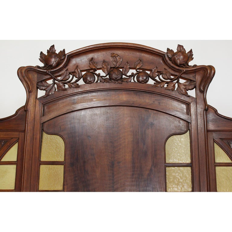 Early 20th Century Italian Art Nouveau Carved Walnut Credenza Buffet, Vittorio Valabrega For Sale