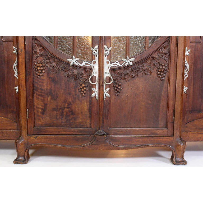 Italian Art Nouveau Carved Walnut Credenza Buffet, Vittorio Valabrega For Sale 3