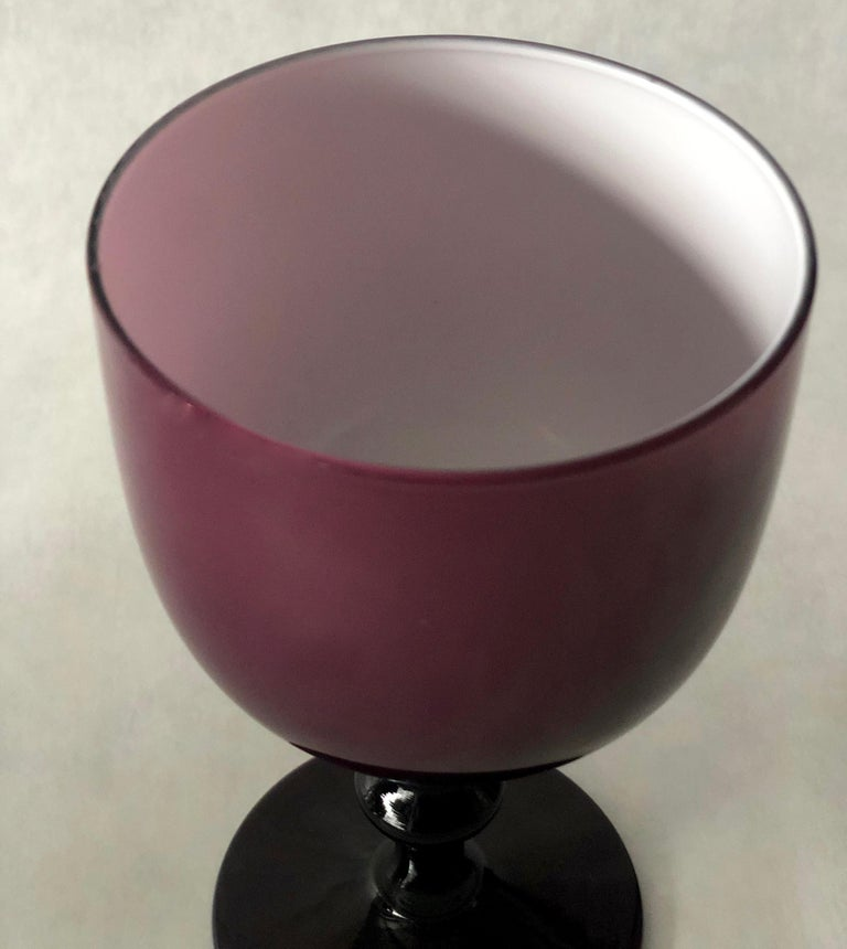 Italian Balboa Deep Purple & White Encased Venetian Glass Pitcher with 8 Goblets In Good Condition For Sale In Houston, TX